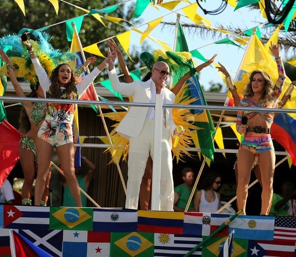 Pitbull – We Are One (Ole Ola) (part. Jennifer Lopez e Claudia Leitte)